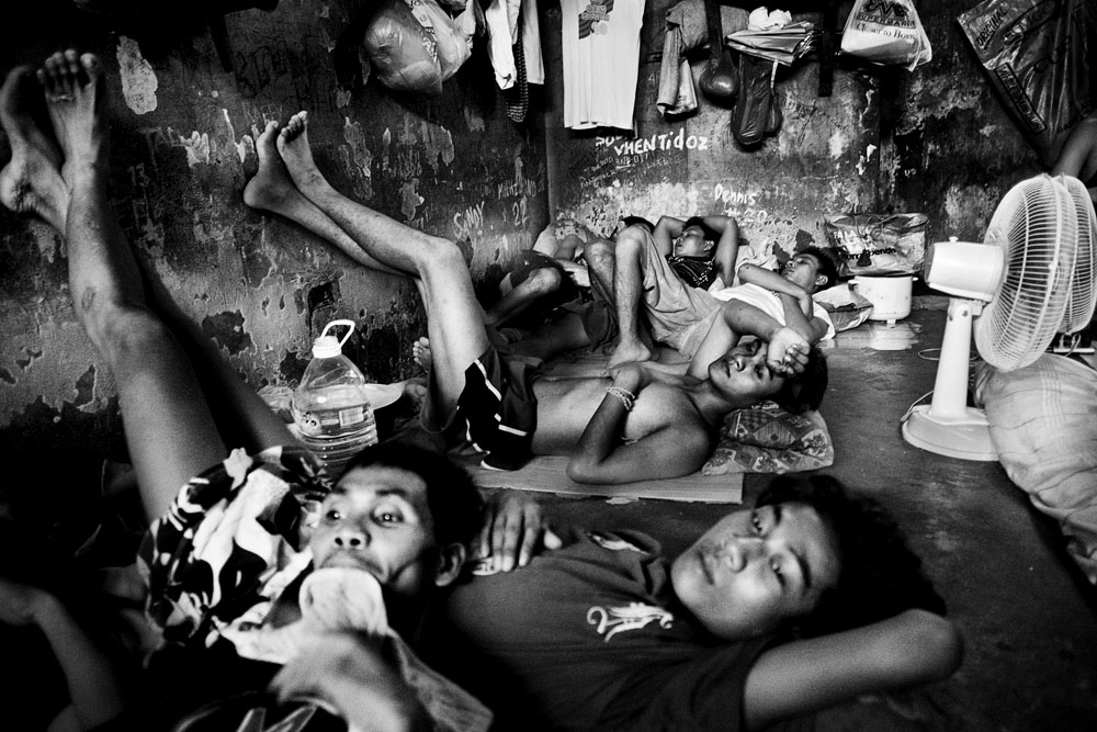 MANILA, PHILIPPINES - JAN 31: Overcrowded holding cells at Taguig City Police Headquarters January 31, 2010.