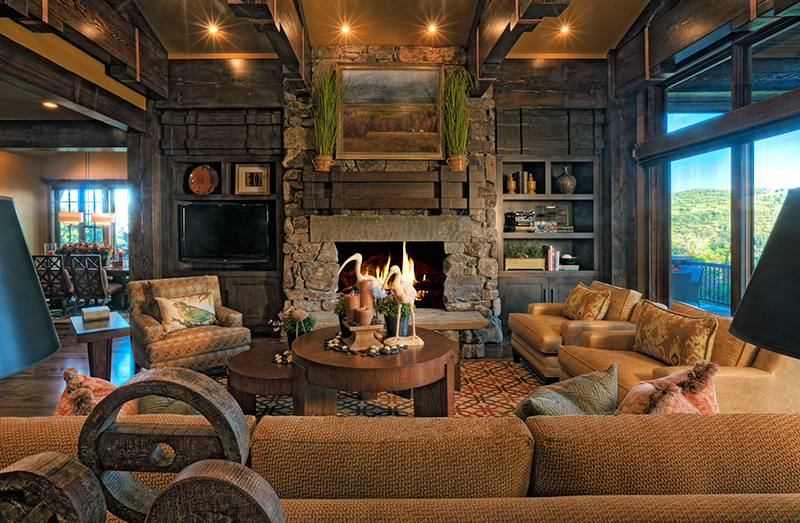 2918-07_Lv_Rm_to_fireplace_straight_on