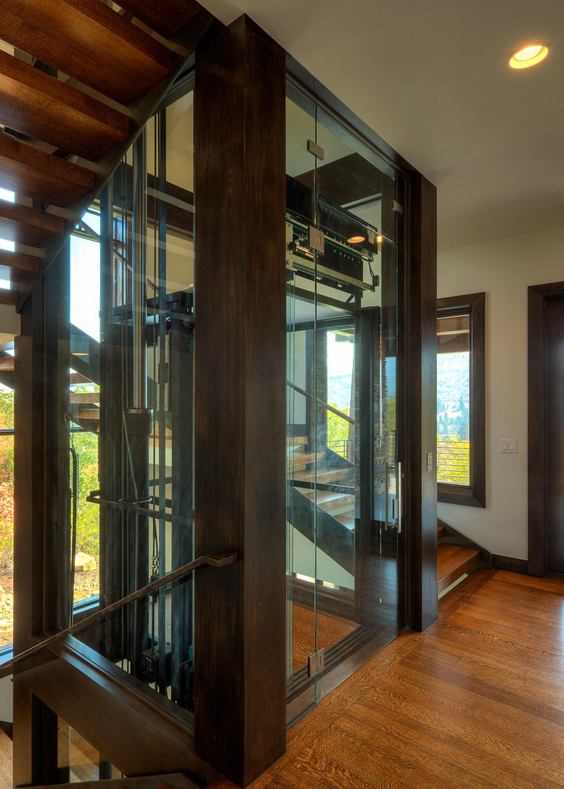 3215-12a_E0E1549_Elevator_main_level