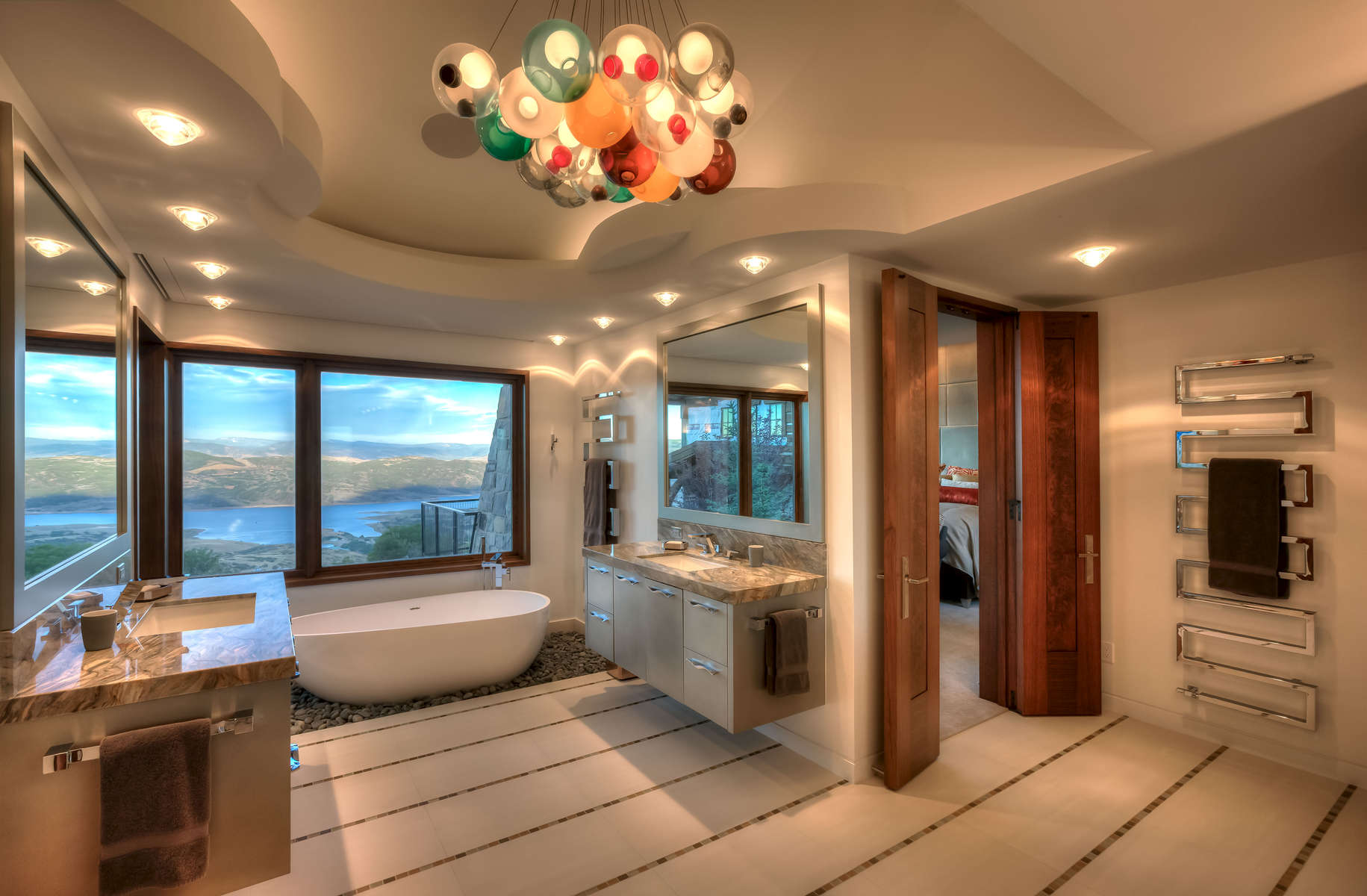 O_Brien-3606-36_E0E5073_Master-Bath-with-Chandelier