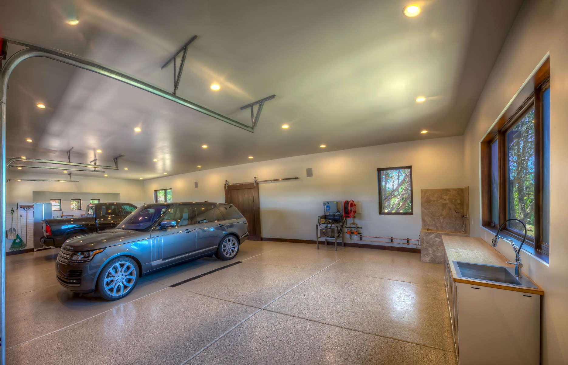 Shea-_3705-17_Panorama1-Garage