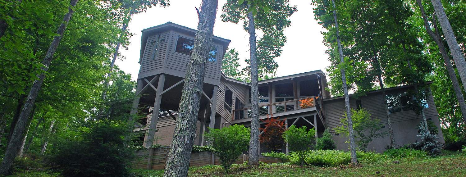 Exterior of custom designed home by Pavelchak Architecture in Valle Crucis, North Carolina, near Boone.