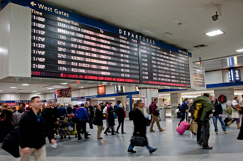 Busy travellers navigate Penn Station, Dec. 29, 2009