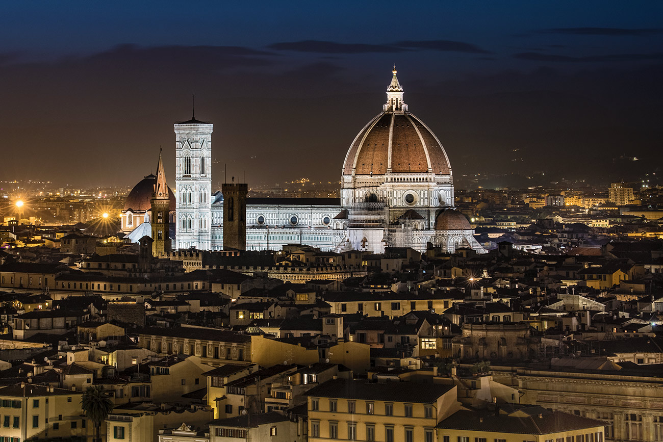 The amazing Duomo in Florence after dark