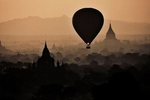 burma-2012_bagan_balloons