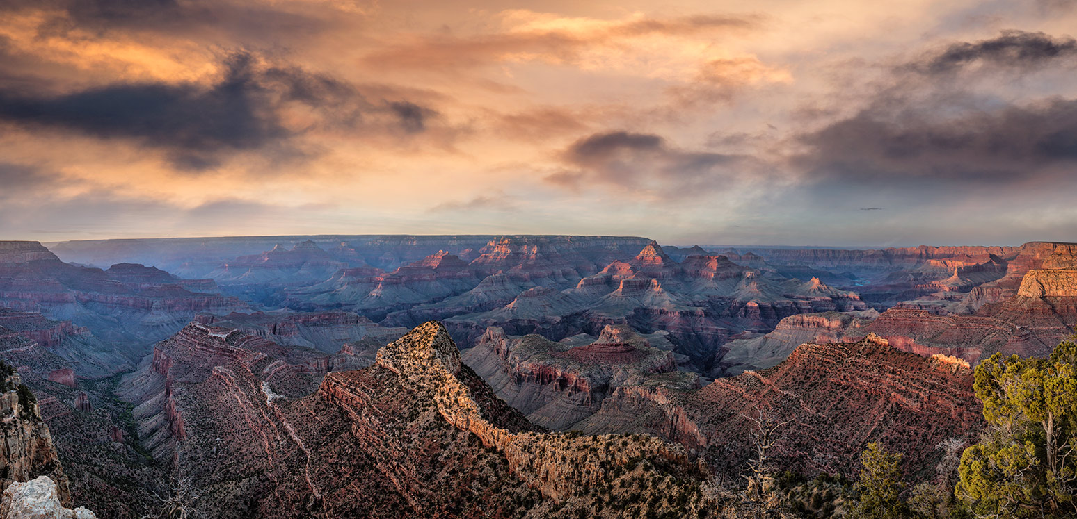 The amazing Grand Canyon at sunset