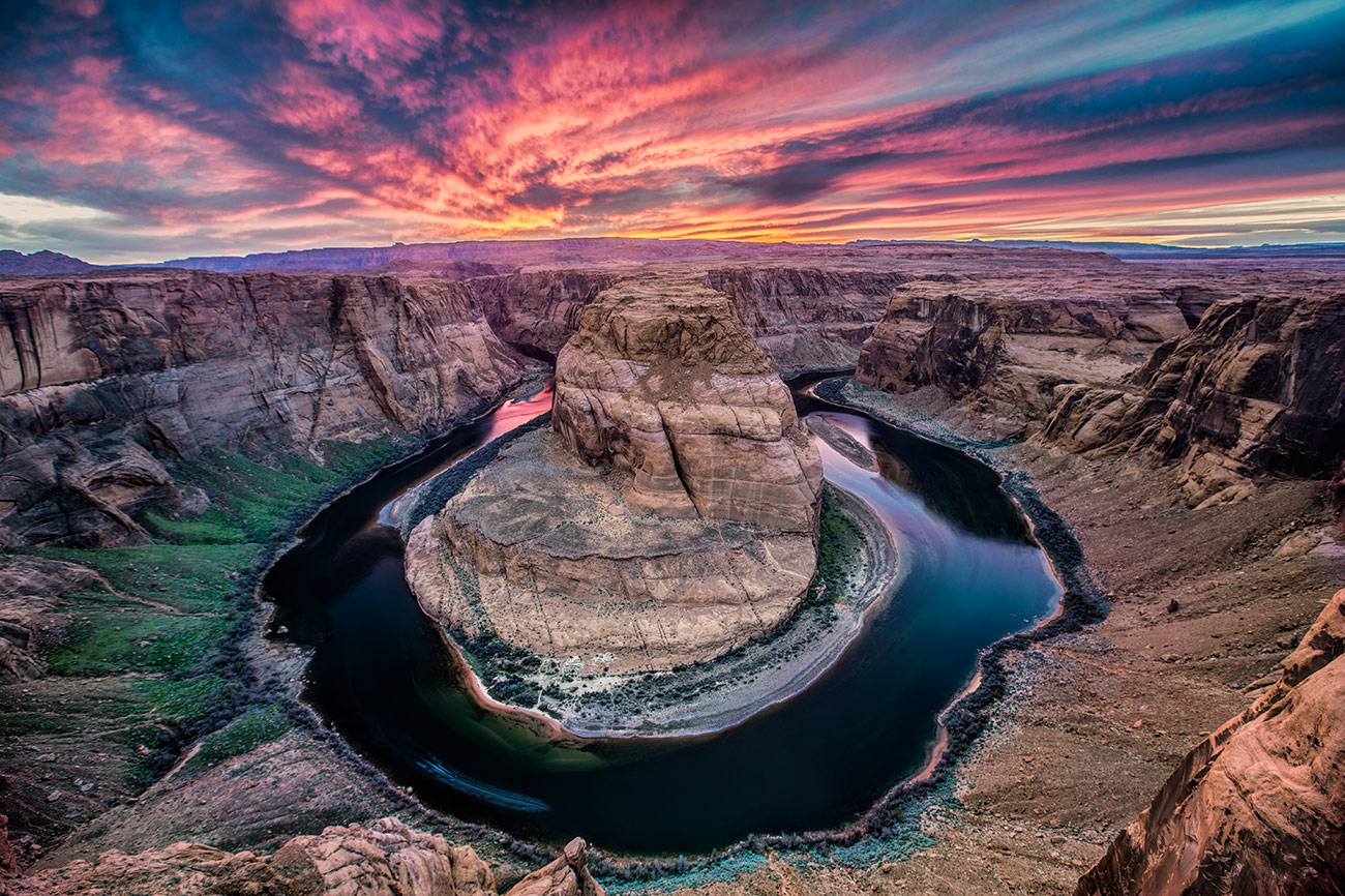 Horseshoe Bend at sunset in Page, Arizona