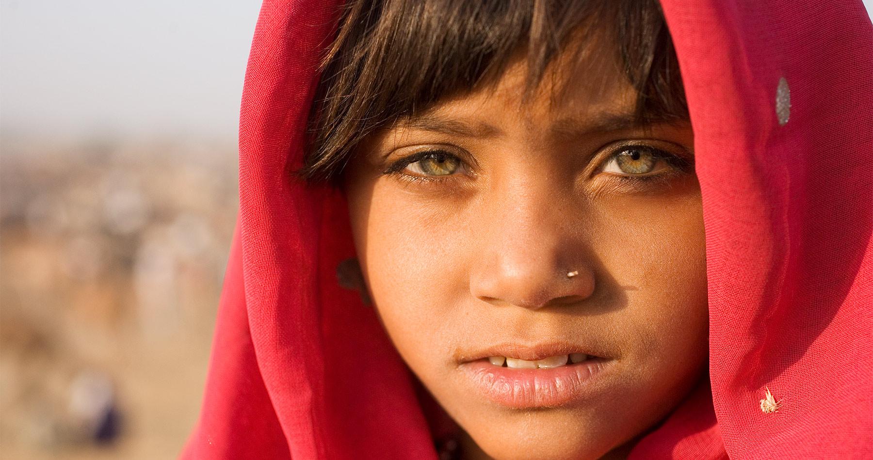 india_portrait_red_girl_intro