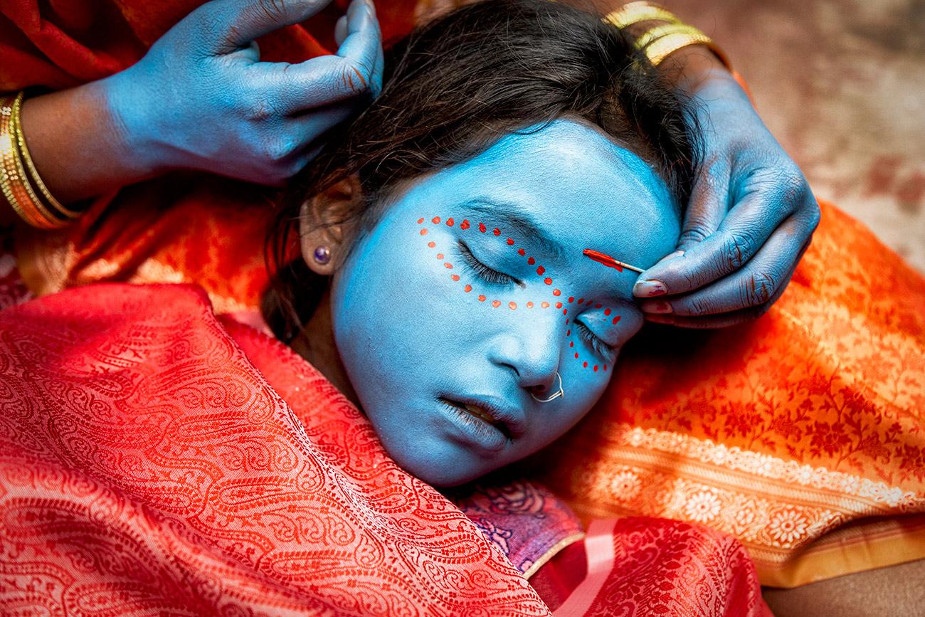 Face painting my little friend Raveena in Varinasi