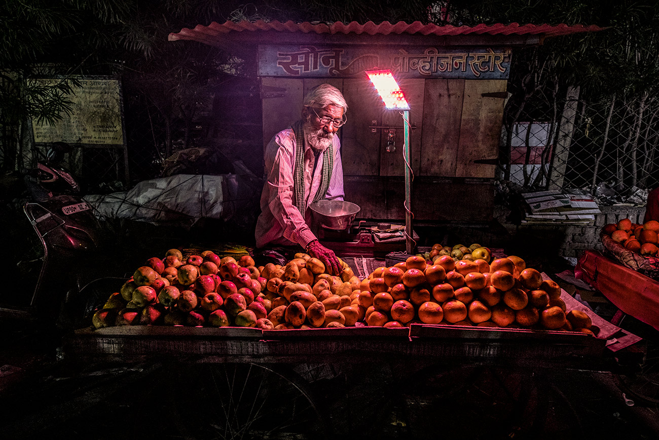 Orange stand in Agra, India