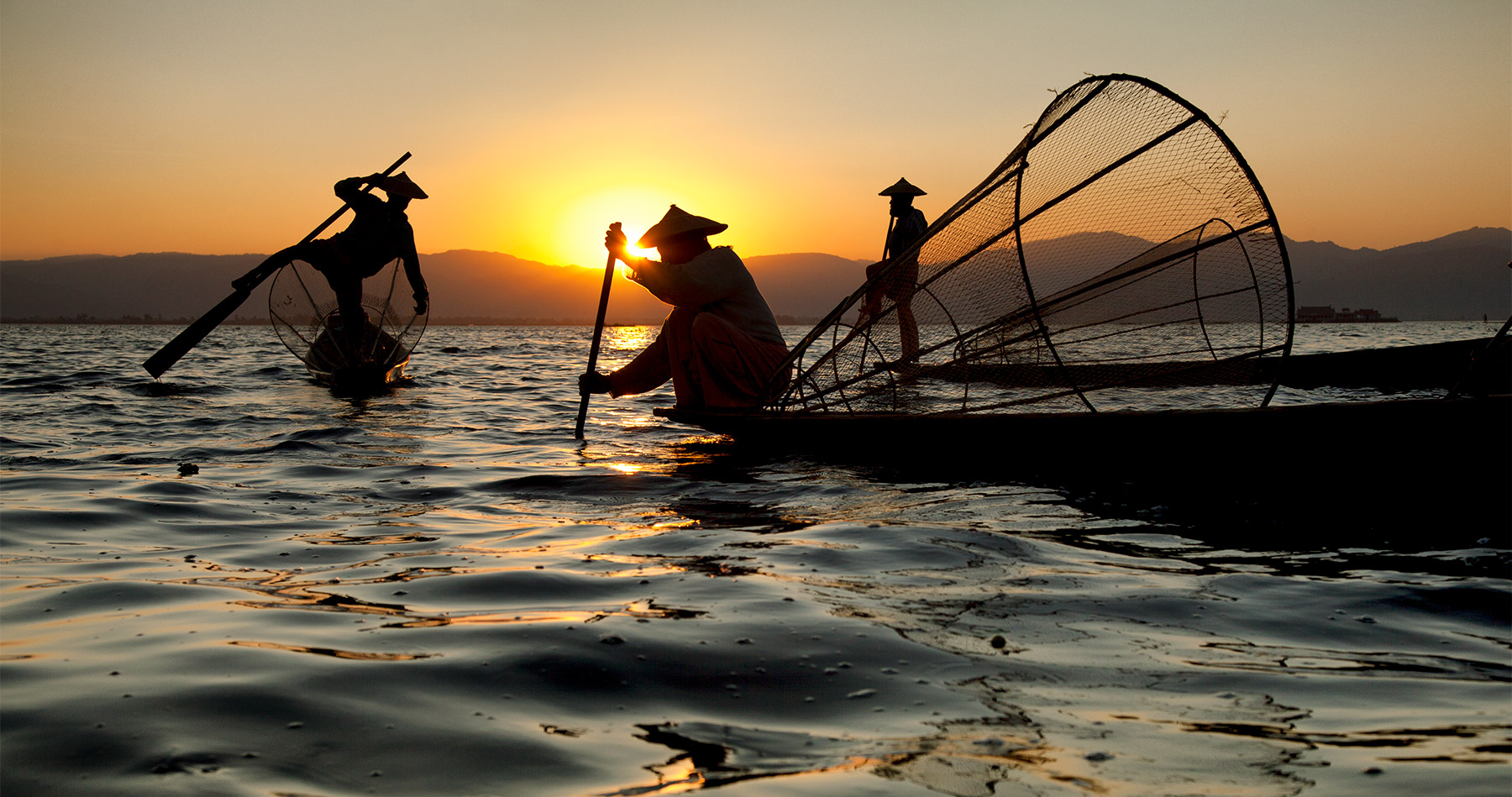 inle_lake_boatmen