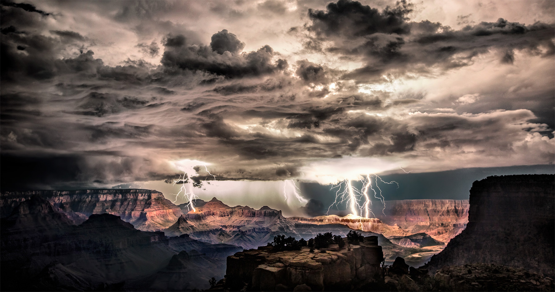 lightning_grand_canyon_intro