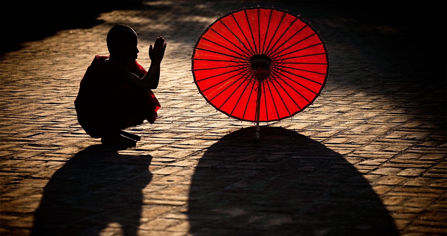 monk_parasol_burma_2
