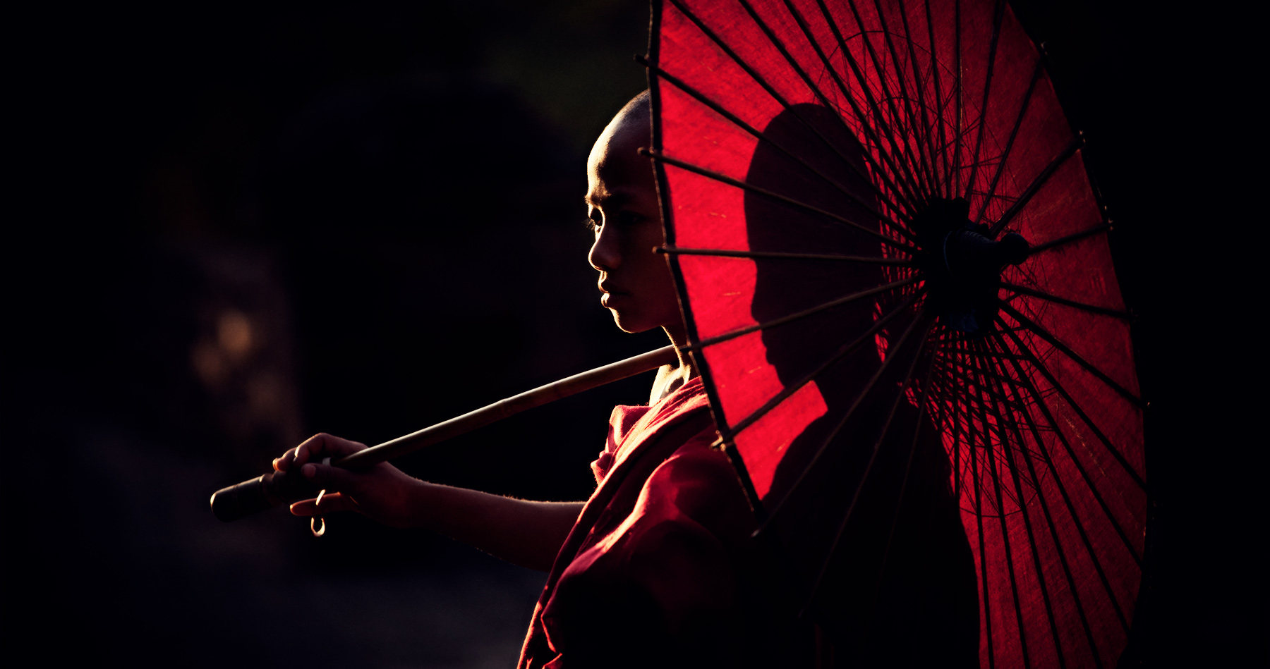 monk_parasol_myanmar