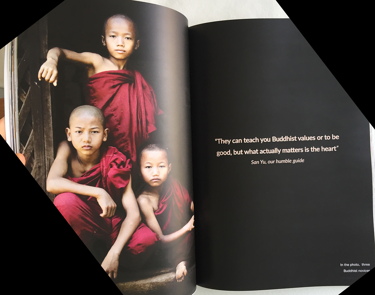 myanmar_magazine_monks