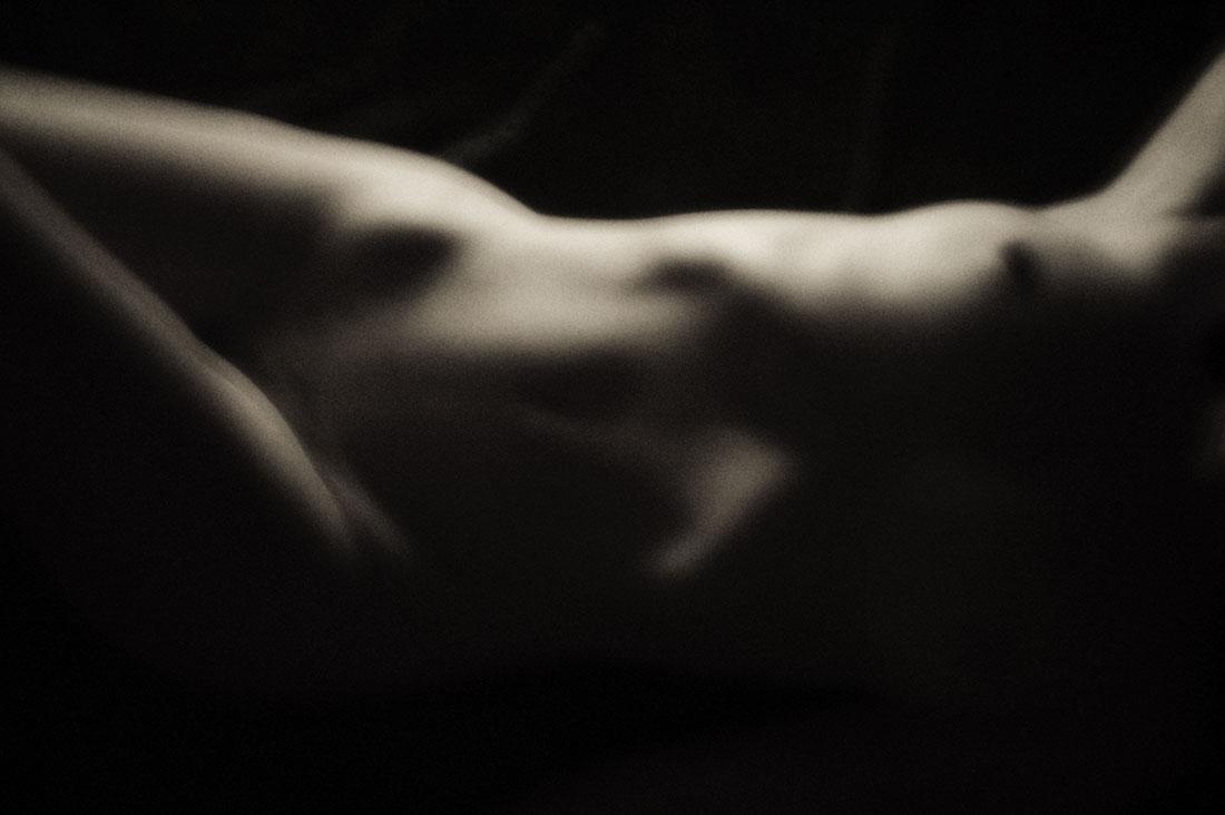 nude02