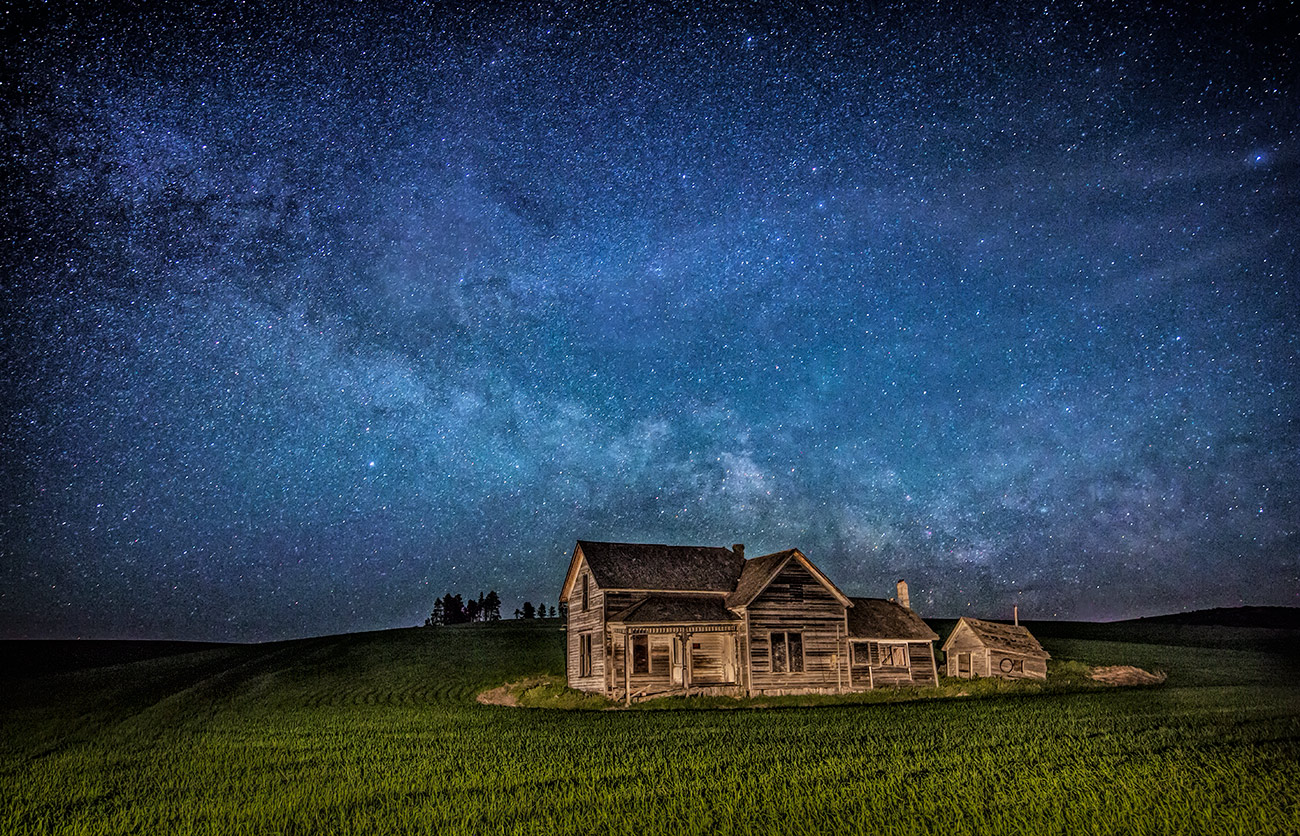 palouse_weber_barn_milky_way_cool