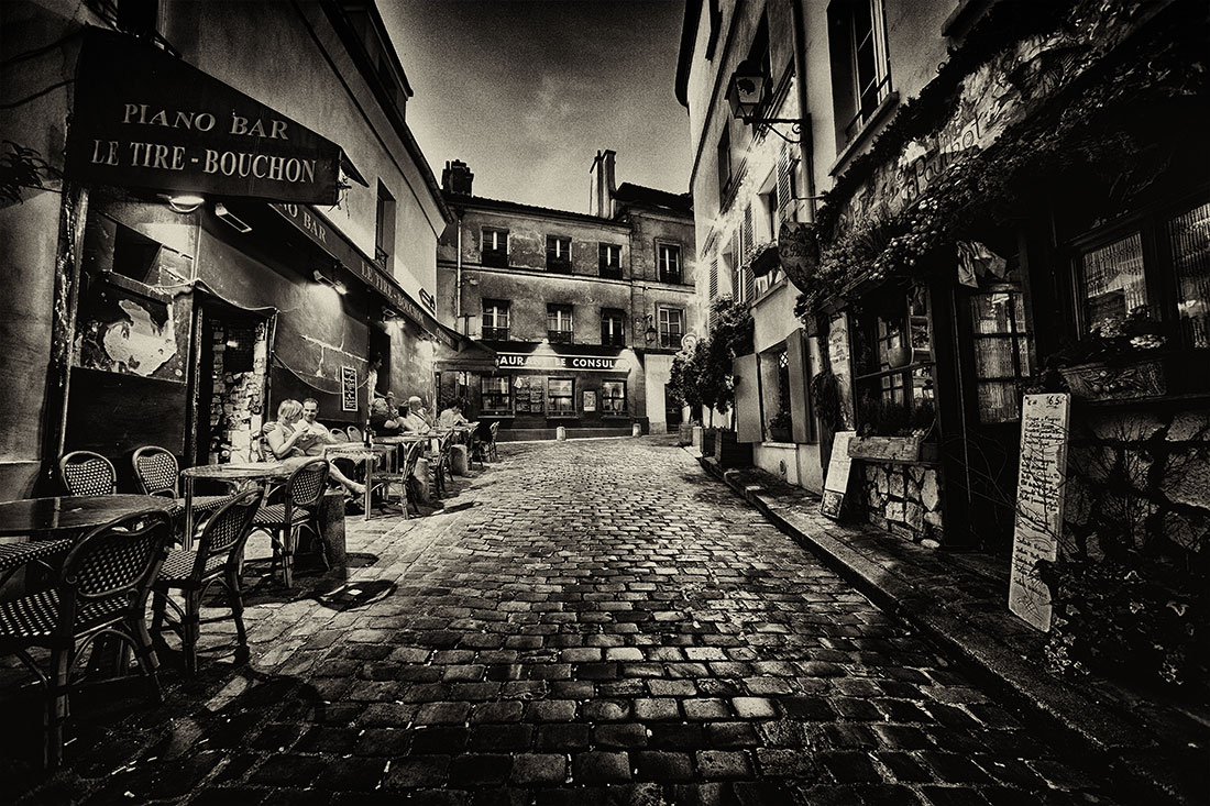Far away places paris italy 2011 montmartre at night paris