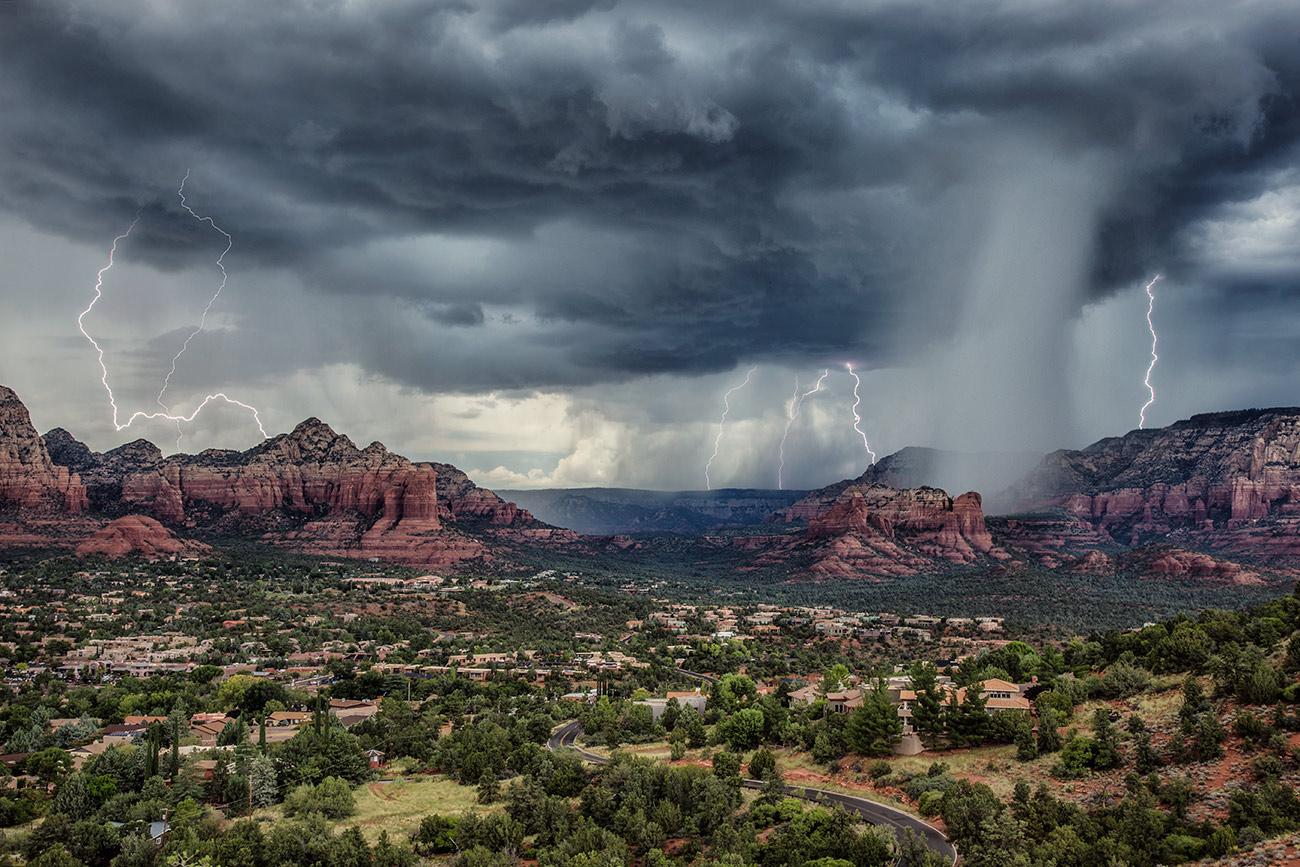Afternoon lightning storm in Sedona