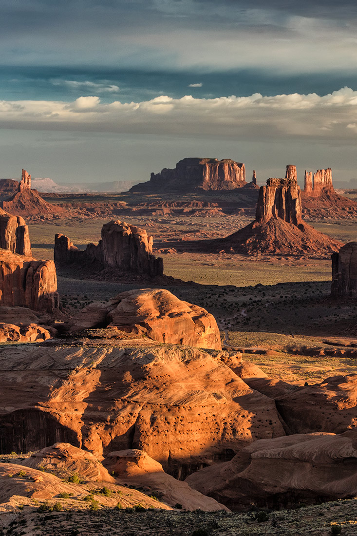 Sunrise in Hunts Mesa, Monument Valley