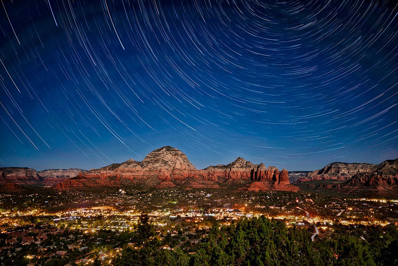 star_trails_over_city_of_sedona
