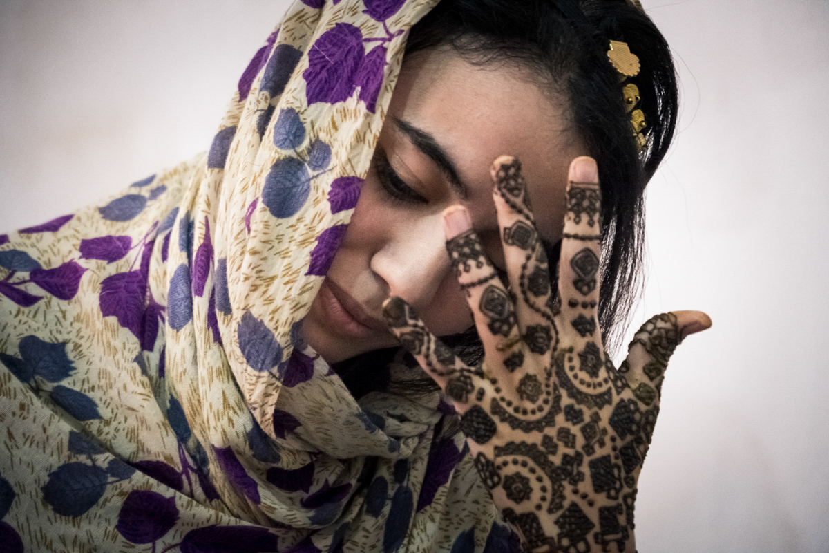 Tindouf's Saharawi refugee camps. Gabla doing her henna tattoo before her sister's wedding.