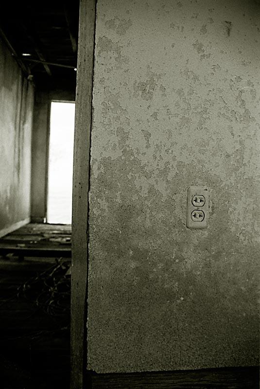 13Outlet__Door_Vert_