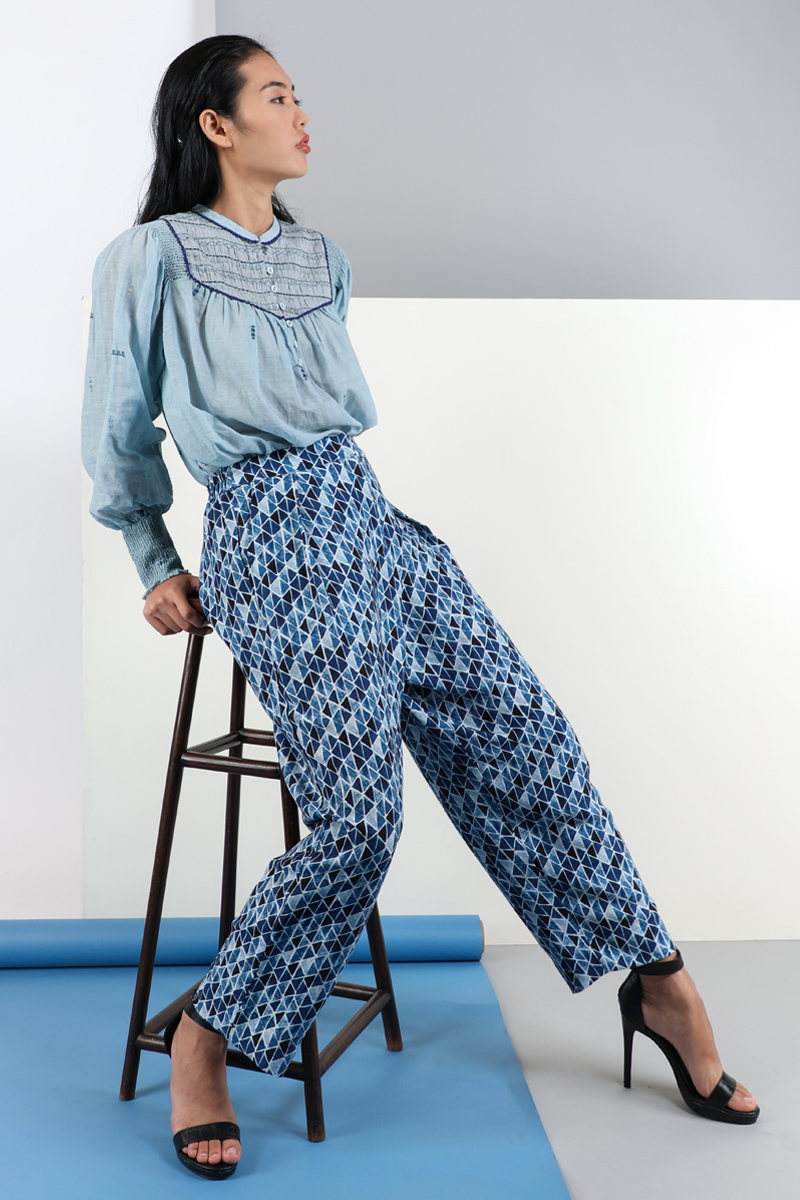 CA 36701 YENJU TOP LIGHT BLUE & CA 91830 MARIYAN TAPERED TROUSERS DP CA 1529 B