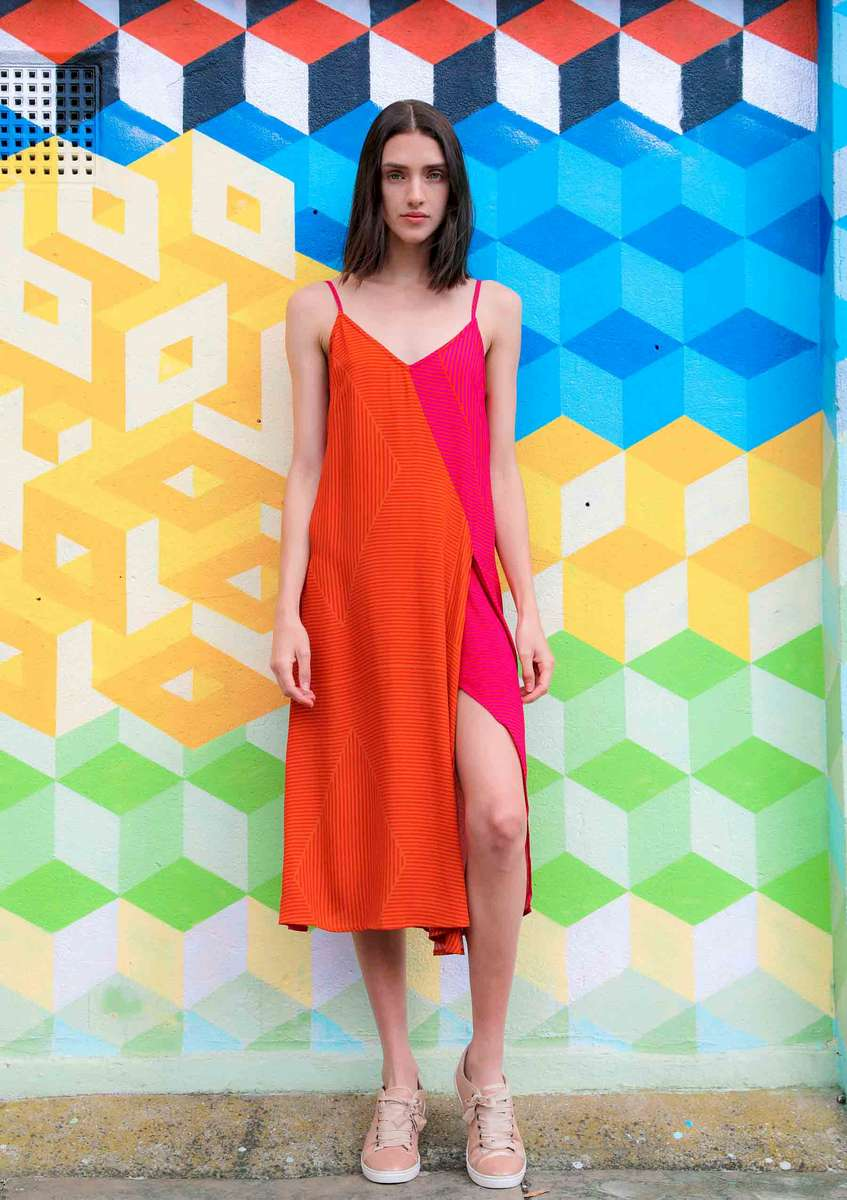 CA 48951 TRAVEL AND CHANGE DRESS  DP GROUP 1131 CA_SS19