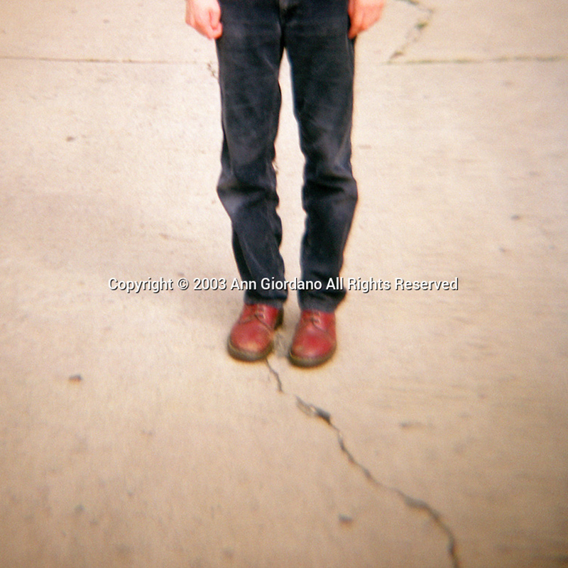 MAN'S LEGS 0001.4001 0001 RIGHTS MANAGED LICENSING © ANN GIORDANO ALL RIGHTS RESERVED