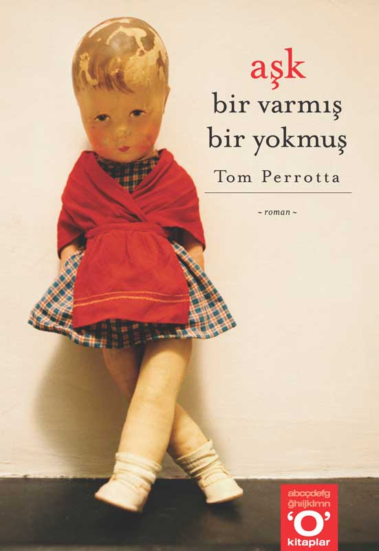 Little Children, novel by Tom Perrotta, Turkish Edition, Okuyan Us Yayin, publisher.  Book jacket photograph, Doll standing with crossed legs  ag_0000_1370   Color Rights Managed Image Copyright © 2001 Ann Giordano All Rights Reserved.  For reproduction rights and license fees, please contact licensing at anngiordano.com