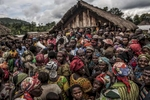Large crowds of internally displaced persons gather for camp elections at the Kashuga IDP camp in Masisi territory. Many people in Kasha have been displaced repeatedly by cyclical fighting between government forces and an array of armed groups in the territory.