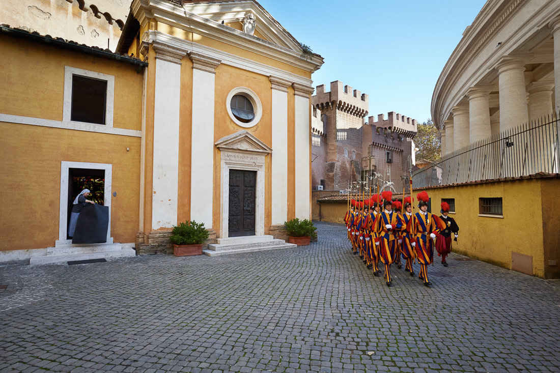 Swiss Guard go to the Apostolic Palace for an audience between Pope Francis and the President of Peru.