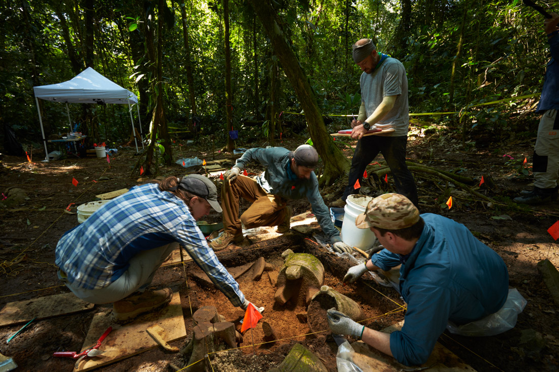Archeologists begin excavating the cache of artifacts found last year in the Mosquitia jungle.
