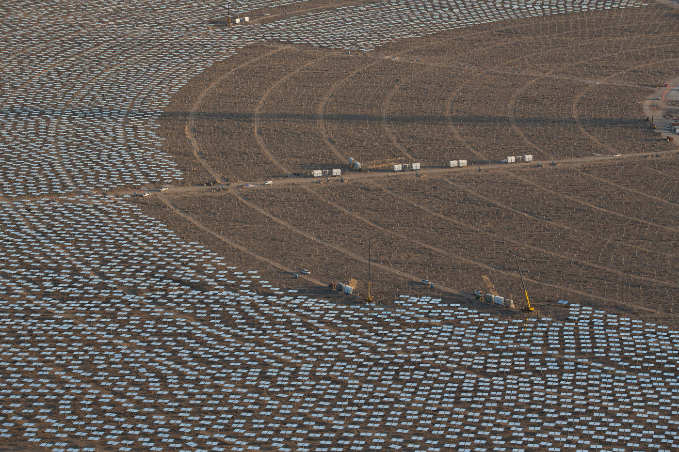 IVANPAH; CALIFORNIA; MAY 2012: An aerial view of Tower One's heliostats, with crews working, at the Ivanpah Solar Project (photo Gilles Mingasson/Getty Images for Bechtel).