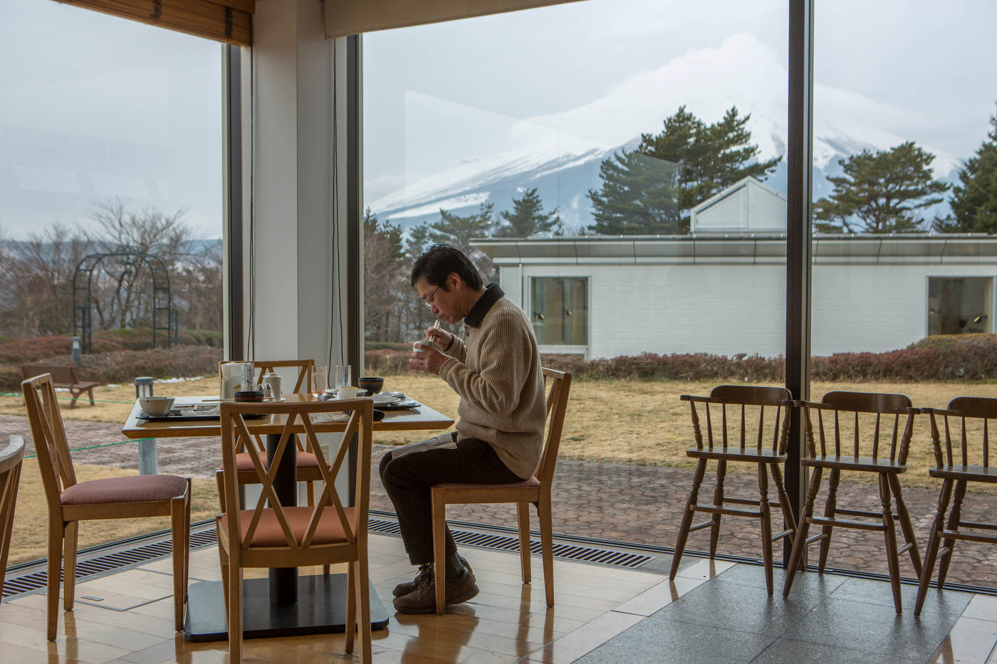 A hotel guest eats breakfast with Mt. Fuji as a backdrop.