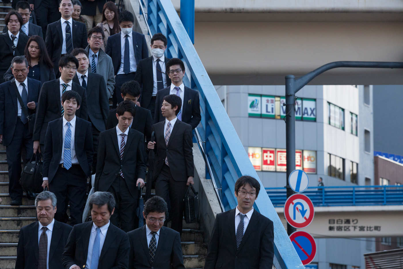 Salarymen, Lidabashi station.