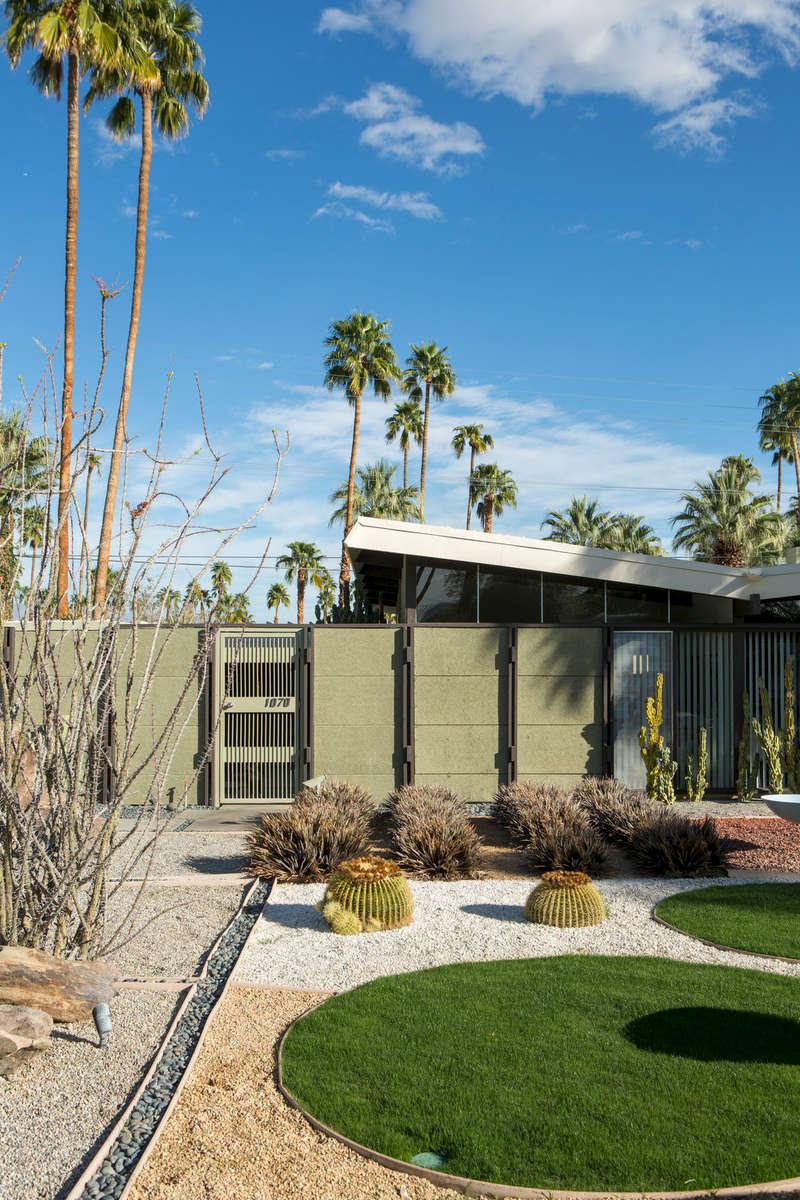 Dan Palmer at Bill Krisel Mid-Century modern, Vista Las Palmas, Palm Springs (for IDEAT).
