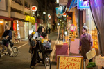 SHINJUKU-KU, TOKYO: A woman on a bicycle with her three kids is grocery shopping in a pedestrian street in Shinjuku-ku. Many Japanese shop daily at specialty stores in their neighborhood (photo Gilles Mingasson).