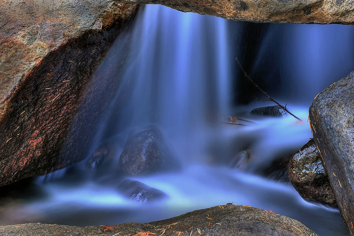 Roeser---Blue-Water-_-Rocks-Yosmite---Spectrum-Newsletter