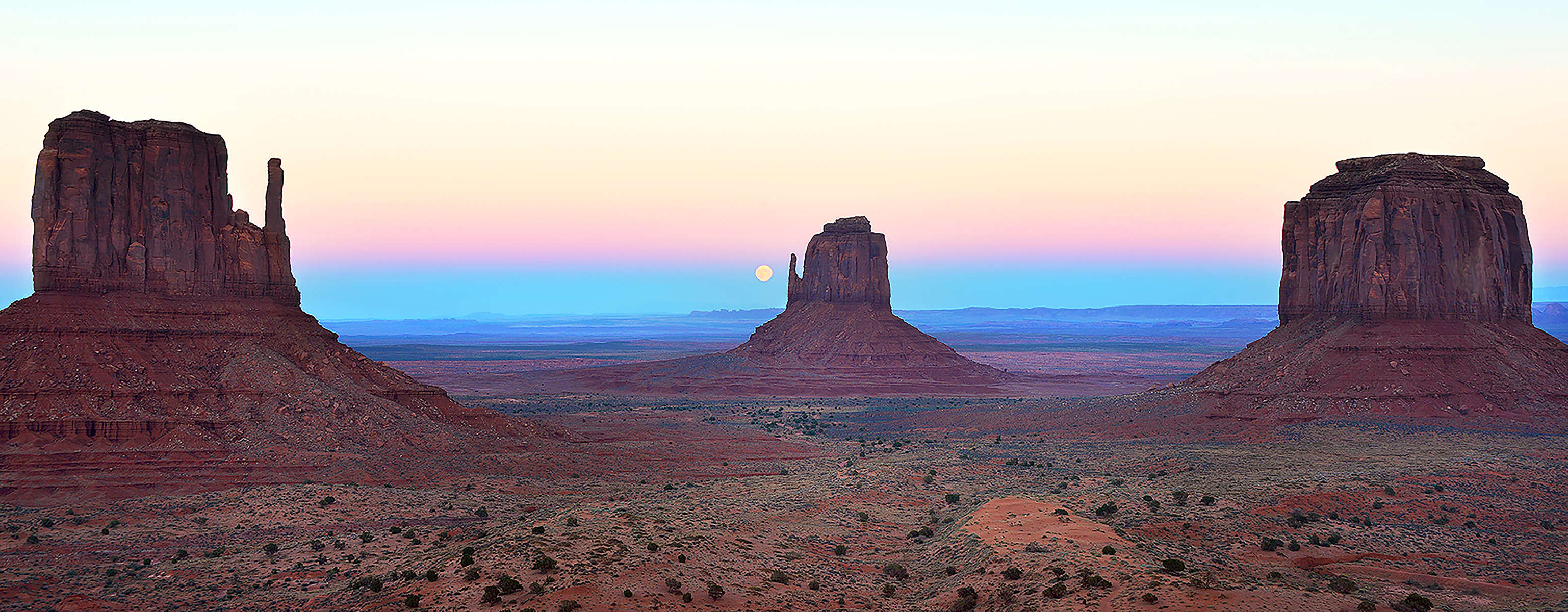 Roeser---Monument-Valley-Moonrise-for-Spectrum-Gallery-Newsletter