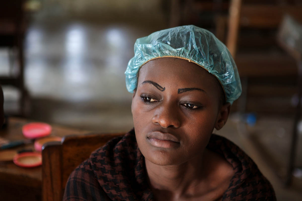 A student received a treatment at a Beauty School in Kinshasa.