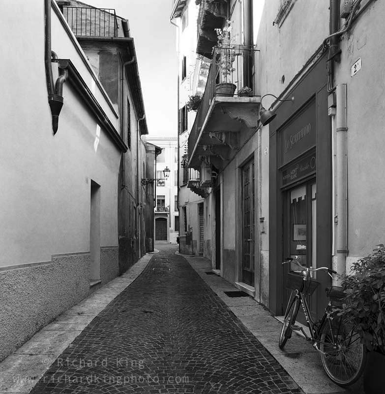 verona wee black alley - photo#3
