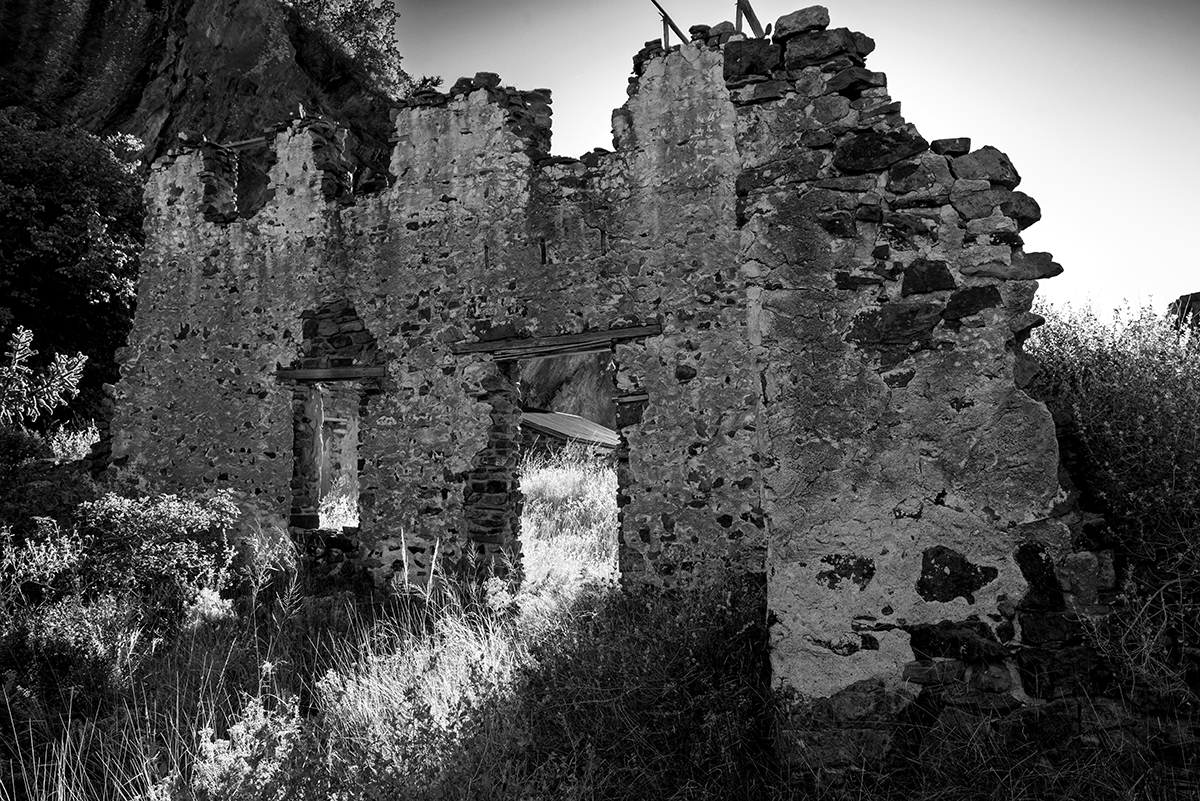 Dripping-Springs-Organ-Mountains-NM-RKing-17-020756-BW-vv