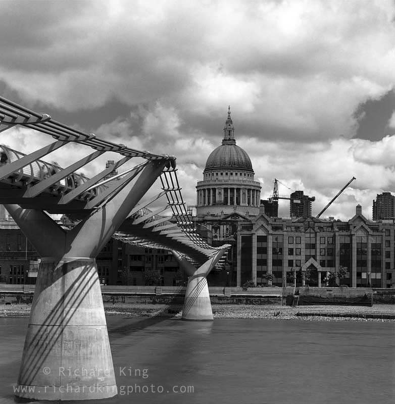 River Thames, London, EnglandImage no: 040071.01-bwClick HERE to add to cart