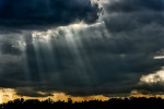 Stormy-Sky-with-God-beams-Sun-_n-Fun-Airshow-13-012150_vv