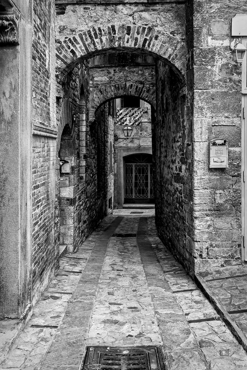 Umbria, ItalyImage No: 15-028545-bw  Click HERE to Add to Cart