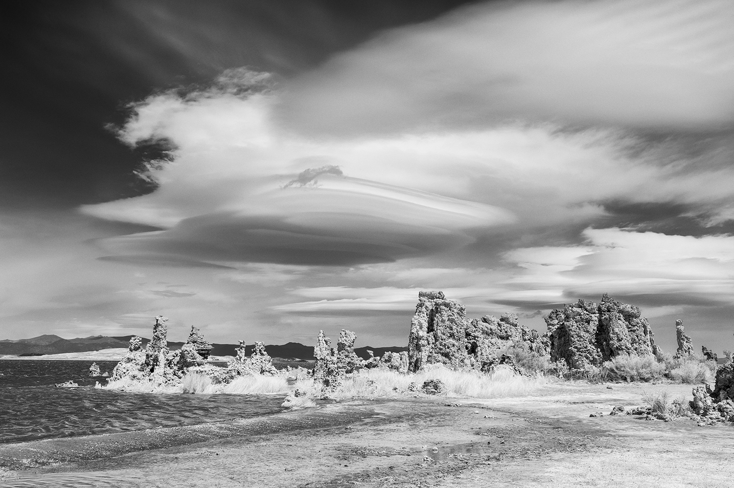 East Sierra landscape images from Mono Lake, CaliforniaImage No: 18-007994-BW  Click HERE to Add to Cart