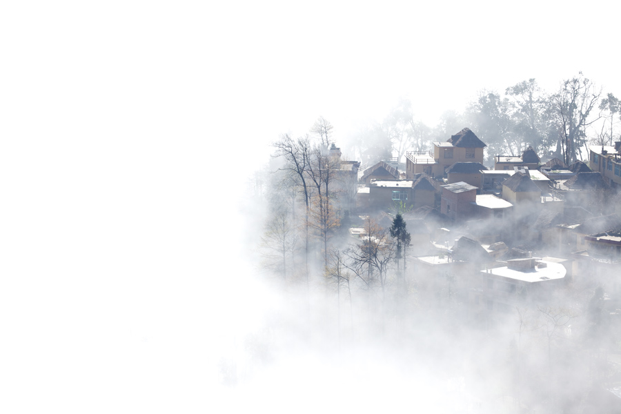 The almost desaturated look of the houses in the village down below the valley was a nice supplement to the thick incoming fog.