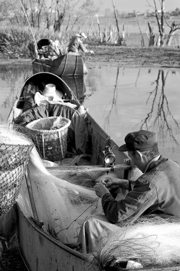 From clearing and mending the nets to emptying the boats of water, it was all in a morning's work for the fishermen. Everything went smoothly and steadily like clockwork.